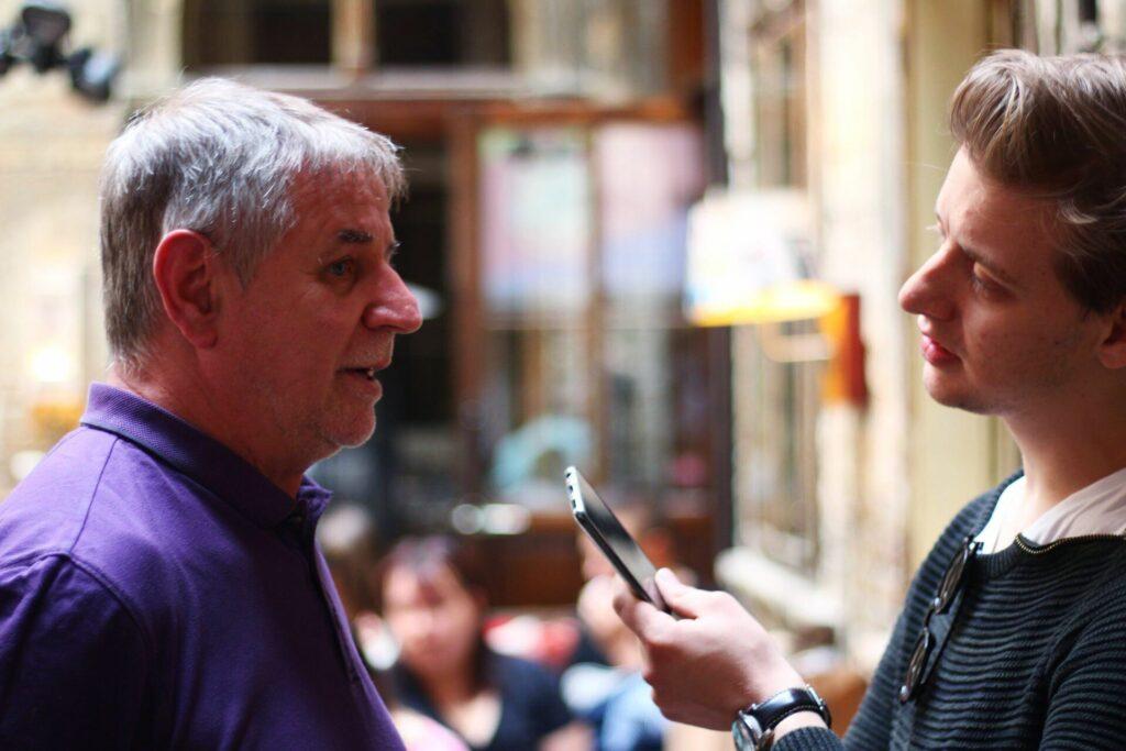 Kardos József, a Sziget programigazgatója miközben Bodó Bencénk faggatja a 2019-es szezonnyitó sajtótájékoztatón (Fotó: Penke Soma / Ígéretes titánok)