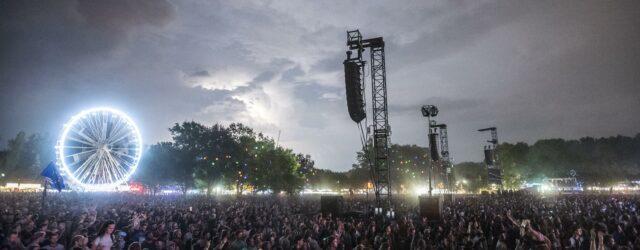Résztvevők a nagyszínpad előtt a 27. Sziget fesztiválon 2019. augusztus 13-án /// Fotó: MTI/Mónus Márton